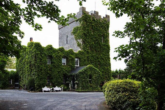 Cloonacauneen Castle Entrance - Visit Galway