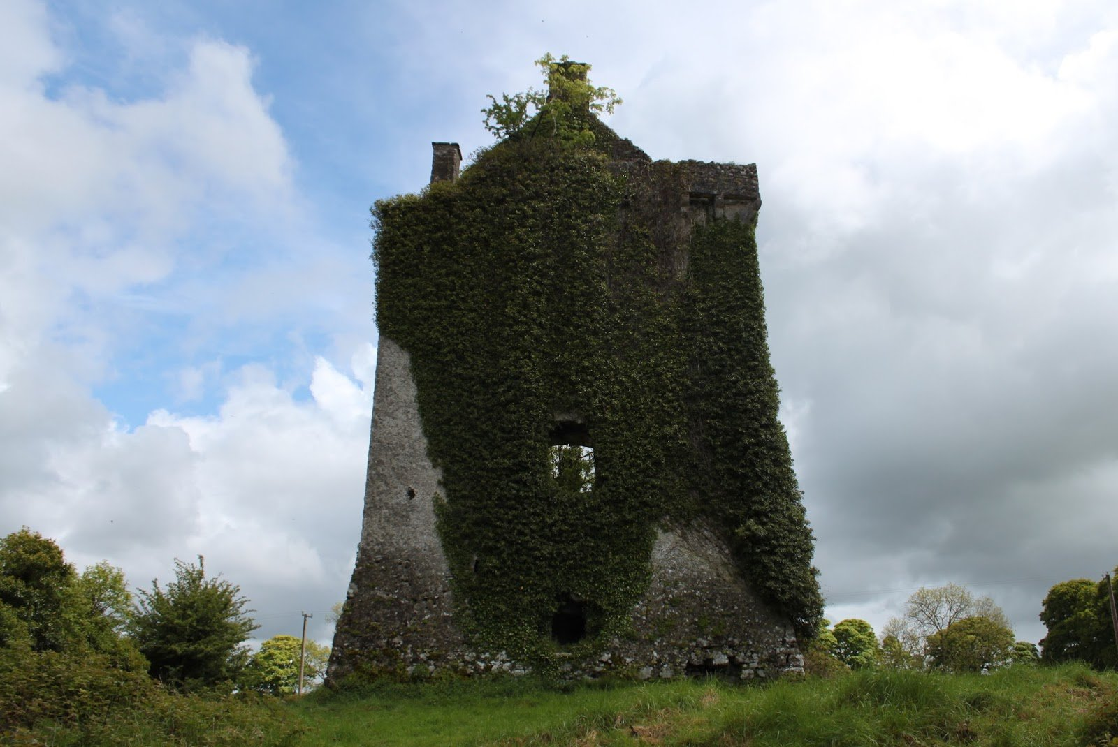 Hackett Castle Tower House Ruin - Visit Galway