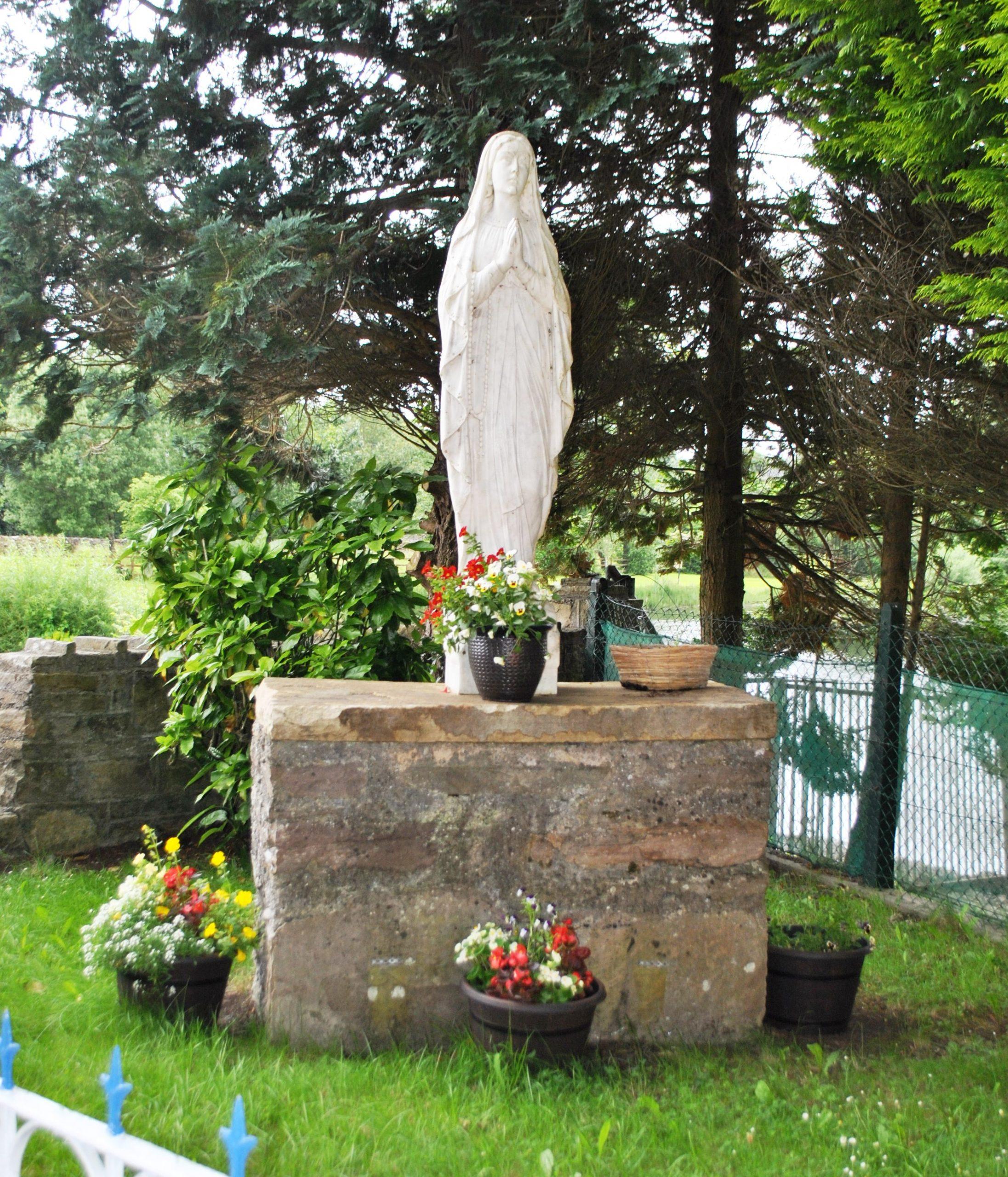 Marian Shrine in Woodford Roadside - Visit Galway