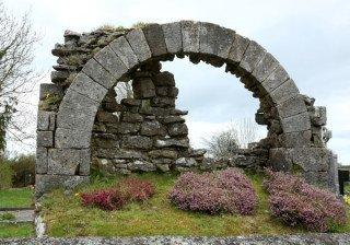 Tobar Naoimhéid Holy Well - Visit Galway